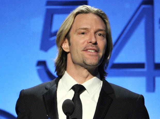 Eric Whitacre makes a speech at the grammy awards