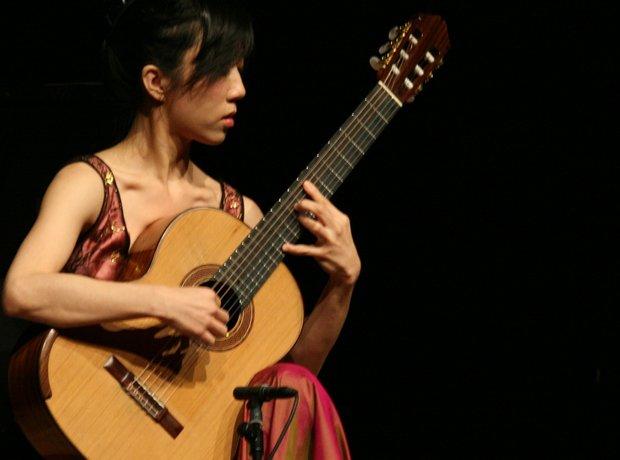 Guitarists Yang Xuefei