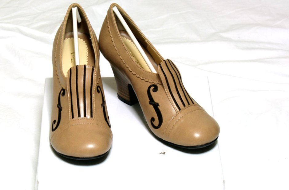 Violin shoes